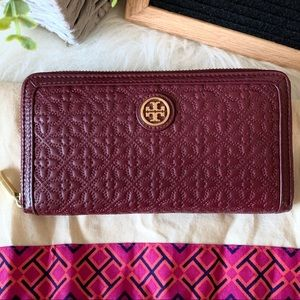 Tory Burch Bags - Tory Burch Bryant Zip Quilted Leather Wallet